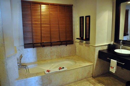 Sanctuary Cap Cana by Playa Hotels & Resorts: Room 3044 Bathroom