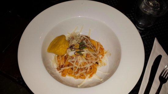 "Riesen: Pasta com ""galina de patio"" (galinha caipira)"