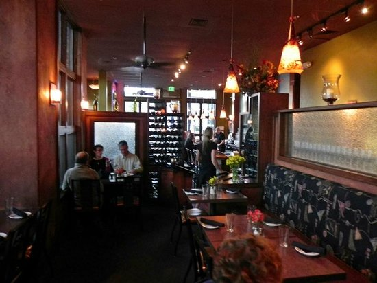 5th Avenue Grille: Dining Area