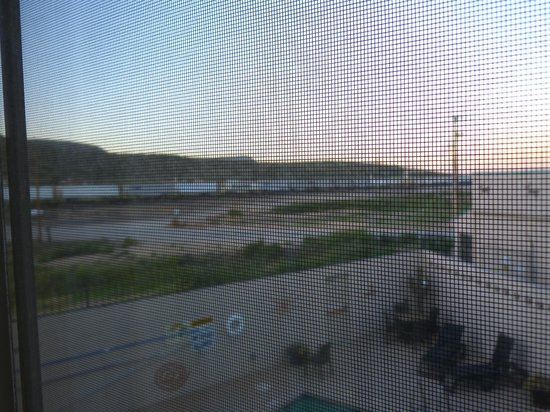 Hualapai Lodge : One of the many trains, as seen from our room.