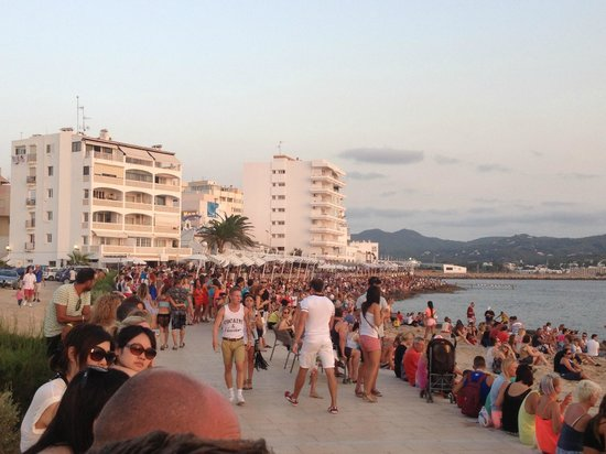 Hostal Apolo : Watching the sunset at Cafe Mambos