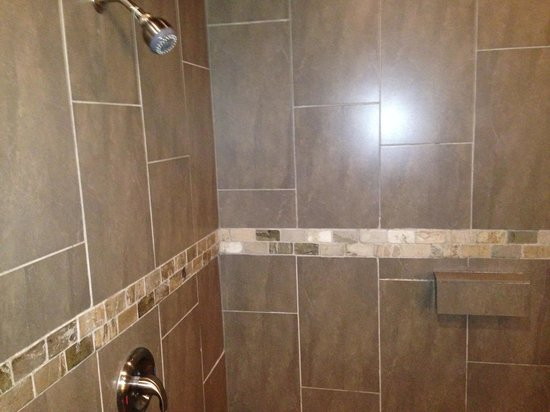 Belamere Suites : Double Shower