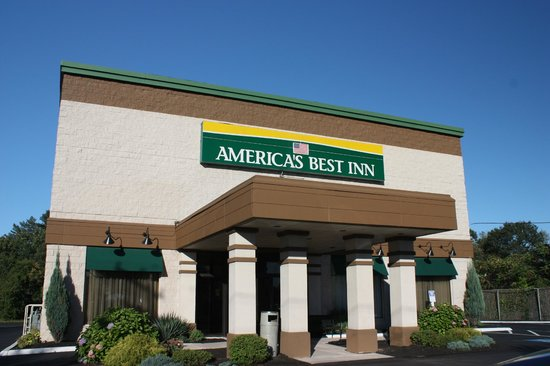 America's Best Inns & Suites : Outside -- looks nicer inside!