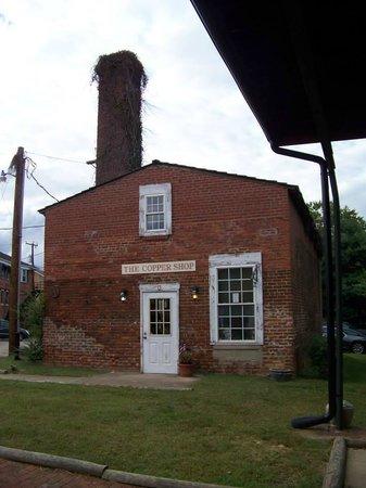 Inn At The Olde Silk Mill : behind Inn - near event area