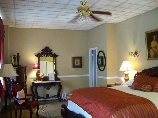Inn At The Olde Silk Mill : King Edward room
