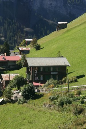 Hotel Mittaghorn : Mittaghorn Hotel - Gimmelwald  - from Cable Car