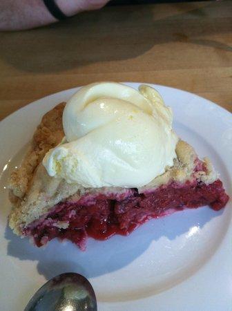 Vinaigrette: homemade raspberry pie with homemade ice cream