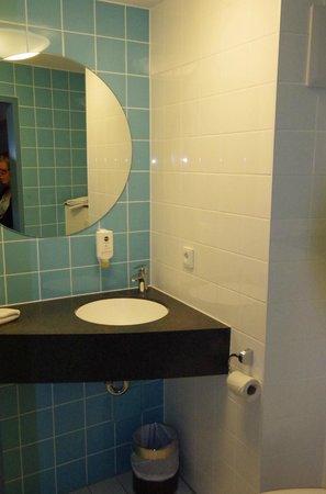 B&B Hotel Nuernberg-City : Salle de bain