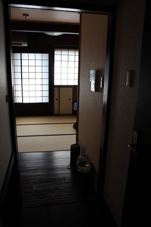 Matsubaya Inn: View from entrance of room