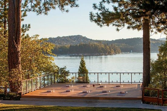 Lake Arrowhead Resort and Spa, Autograph Collection: Lakeside Morning Yoga