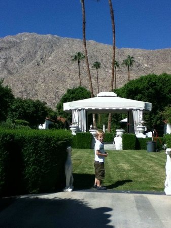 Avalon Hotel and Bungalows Palm Springs: Courtyard