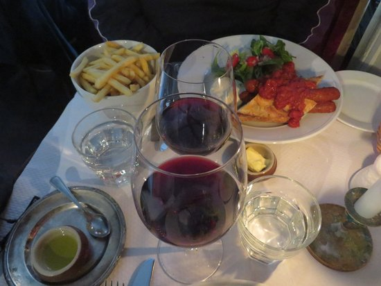 Pastis: hot dog and wines