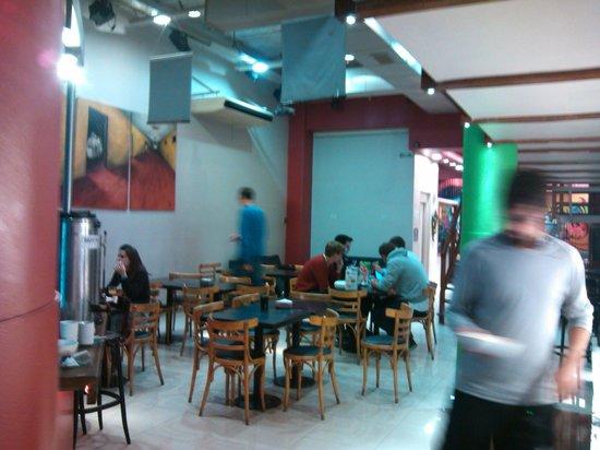 Milhouse Hostel Hipo: Bar, local do cafe da manha e festas