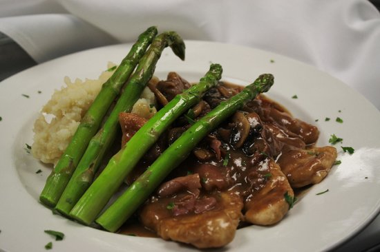 Rocco's Town House: Chicken Marsala Special
