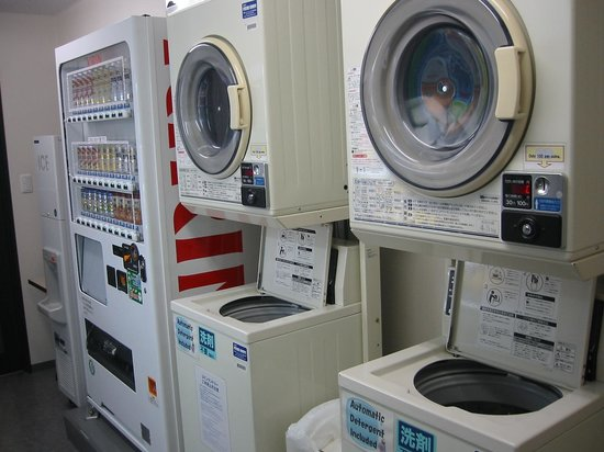 Comfort Hotel NARA: LAUNDRY設備(各2台)