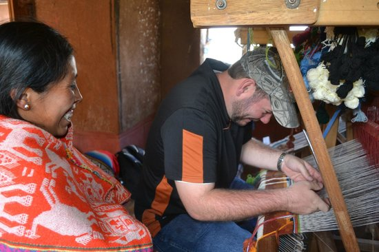 Media Luna Tourism Circuit: Marleni teaching us how to us a loom