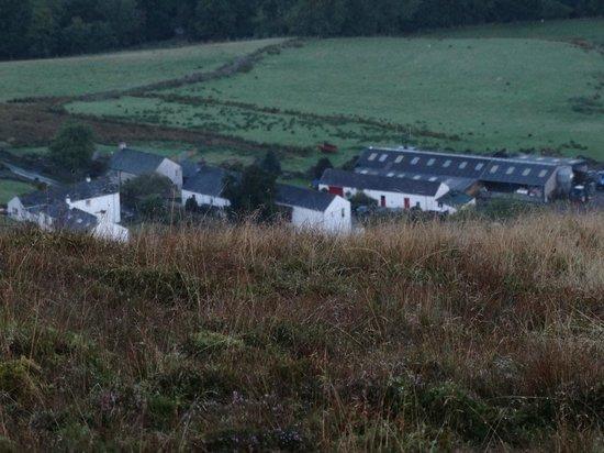 Littletown Farm: Walking back down to the farm