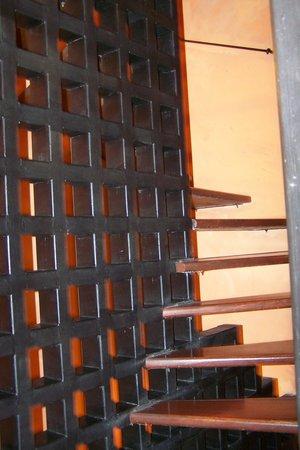 Prague Golden Age : stairs (no elevator)