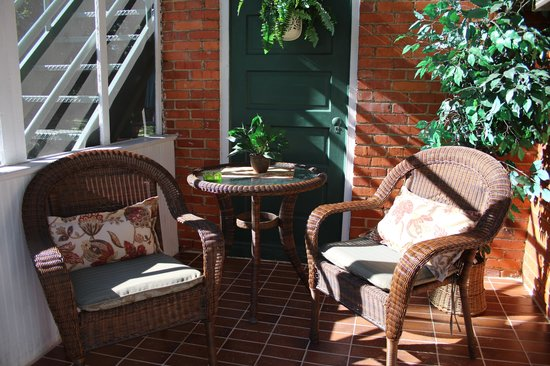 Craig Victorian Bed and Breakfast: private porch in 1st floor suite