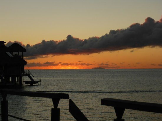 Hilton Bora Bora Nui Resort & Spa: Nightly sunset from our OWB