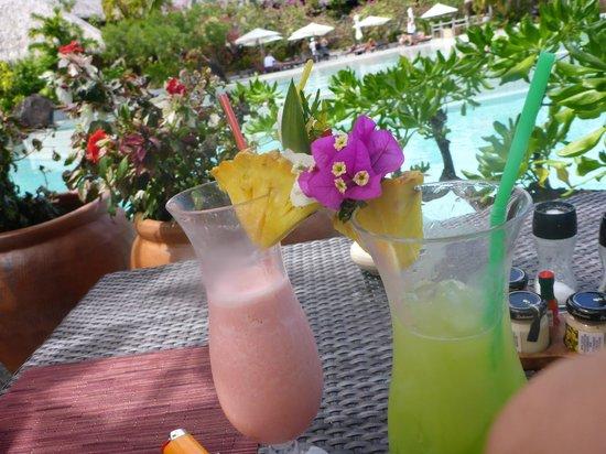 Conrad Bora Bora Nui: Drinks at the Ta Ie Ie Bar