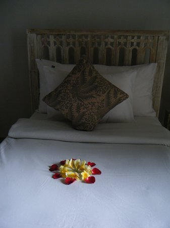 KajaNe Mua Private Villa & Mansion: Welcome Bed Making