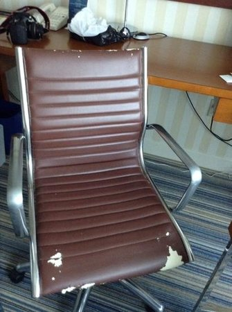 Four Points by Sheraton Philadelphia Airport: need to replace these chairs