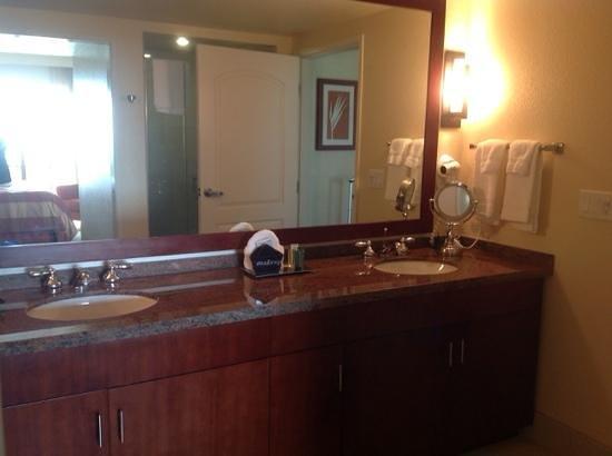 Hilton Grand Vacations Club at MarBrisa: master bath
