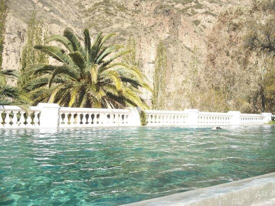 Hotel & Spa Termas Cacheuta : pileta del hotel