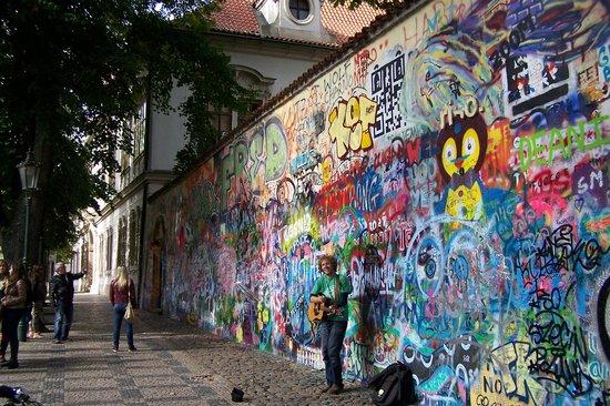 City Bike Prague : John Lennon Wall
