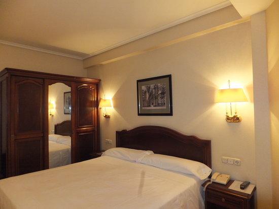 Hotel Abando : bed