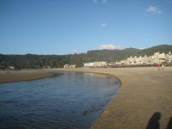 Schooner's Cove Inn: Beach