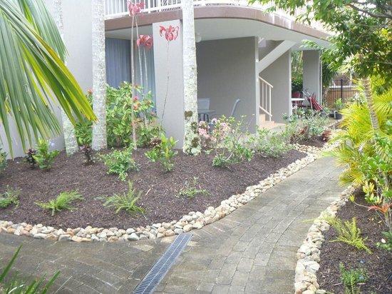 Weyba Gardens Resort Noosa: Outside apartments