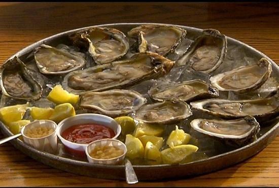 Oyster Pub: a dozen raw!