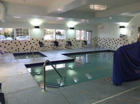 Holiday Inn Express Wenatchee : Pool