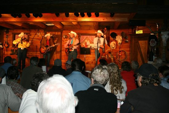 Bar J Chuckwagon Supper & Western Music Show: Excellent Show