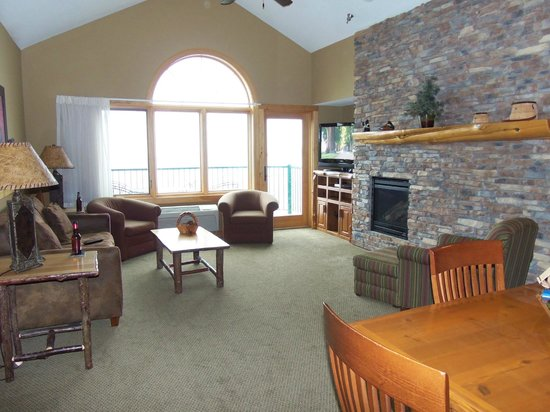 Superior Shores Resort: Living area