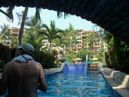 Velas Vallarta: Take a walk from one pool to the other in the water!