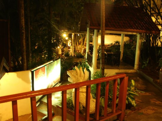 Club Bamboo Boutique Resort and Spa: a view when heading to the restaurant from the New building
