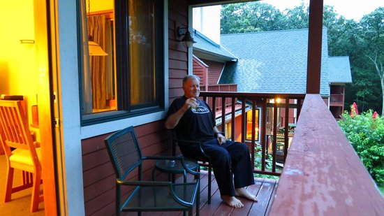Minnewaska Lodge: Perfect place for a quiet ale!