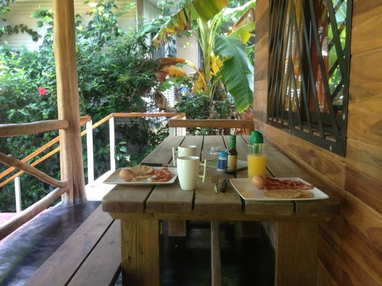 Hotel Raratonga: breakfast on our deck