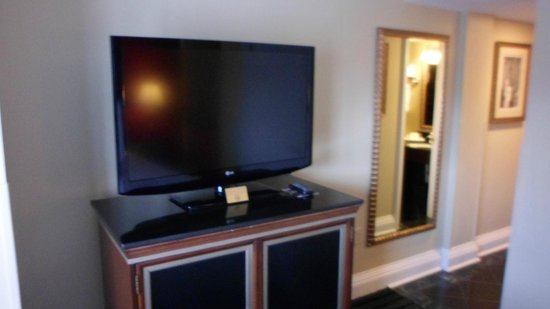 Bourbon Orleans Hotel: Nice large screen TV.