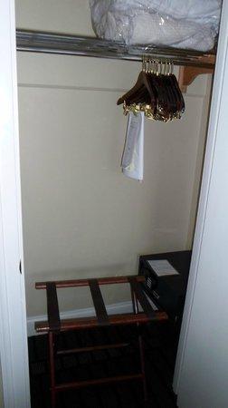Bourbon Orleans Hotel: Plenty of hangers and closet space