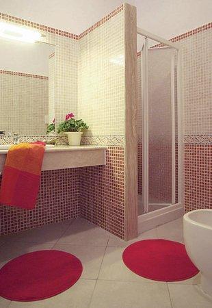 Excelsior Apartments: Bagno