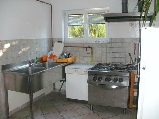 Villa Velina: La même cuisine...  quand Booking était parti.