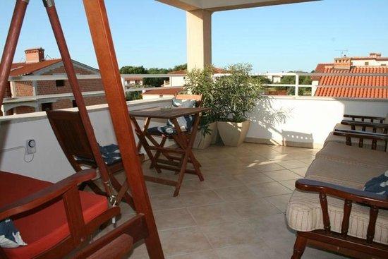 Villa Velina: La jolie terrasse à la disposition des visiteurs... selon le site de Booking