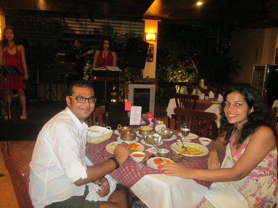 Karon Sea Sands Resort & Spa : Live band performing during dinner
