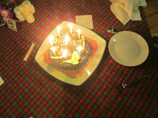 Karon Sea Sands Resort & Spa: Surprise Aniversary cake !!!