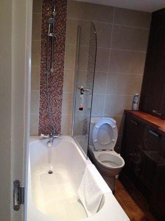 Wheelers Bed & Breakfast: bathroom