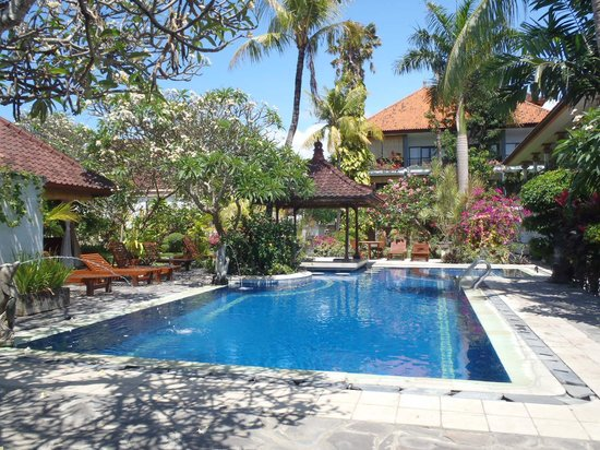Taman Agung Hotel: このプールと奥にももう一つあります。